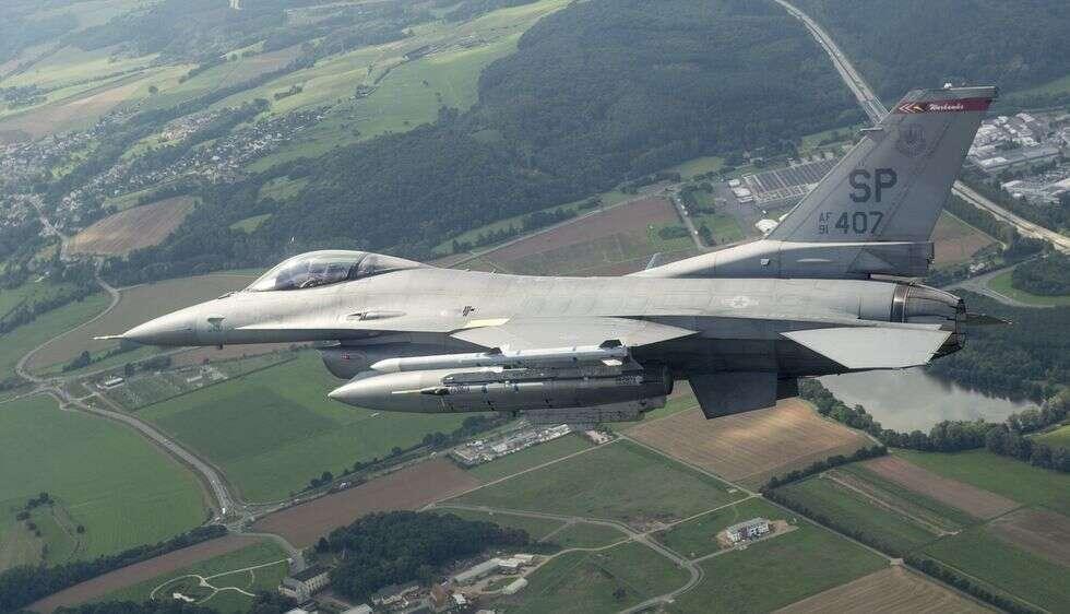 myśliwce F-16 uratowały nieprzytomnych pilotów