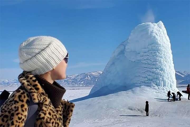 W Kazachstanie pojawił się lodowy wulkan. Zobaczcie, jak wygląda