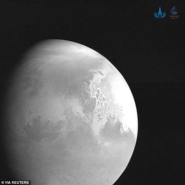 Zdjęcie Marsa wykonane w czasie misji Tianwen-1 przywodzi na myśl Księżyc