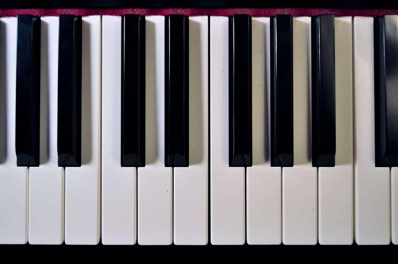 """Nie uwierzycie, w jaki sposób SI odtwarza """"niemą"""" grę na instrumentach"""