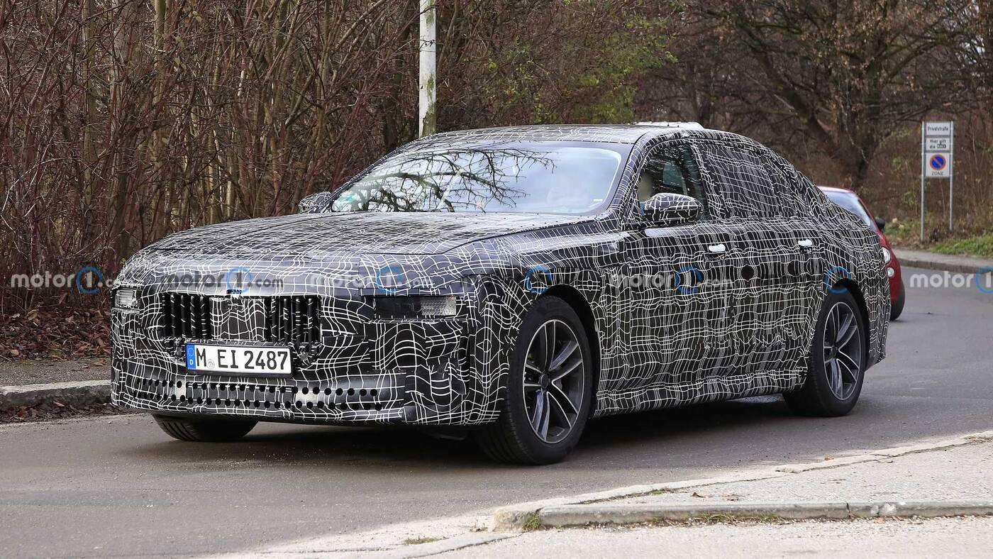 Nowa generacja BMW Serii 7 na zdjęciach w topowej i elektrycznej wersji