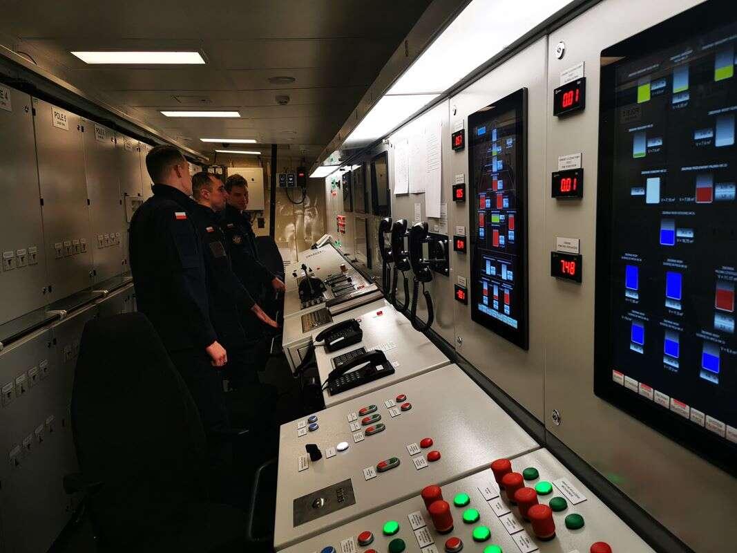 ORP Wodnik zabrał studentów na zimową praktykę okrętową