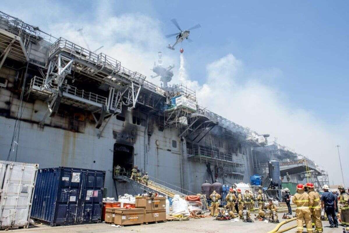 Rafa ze spalonego okrętu marynarki USA na oku Florydy