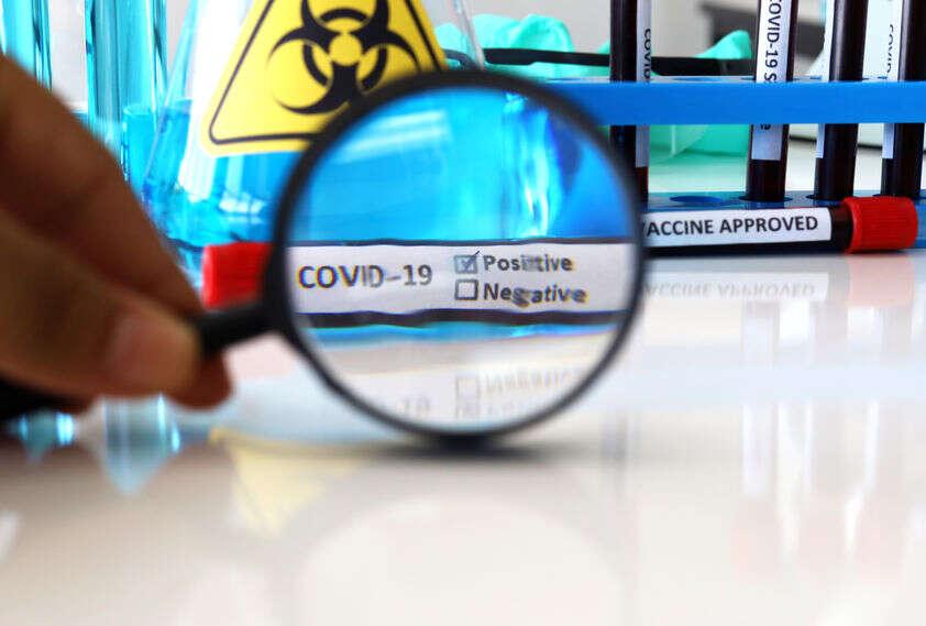 Szczepionka AstraZeneca może zahamować pandemię COVID-19. Skąd więc kontrowersje?
