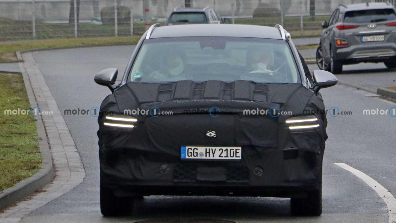 Zdjęcia Genesis GV70e. Elektryczny SUV w testach