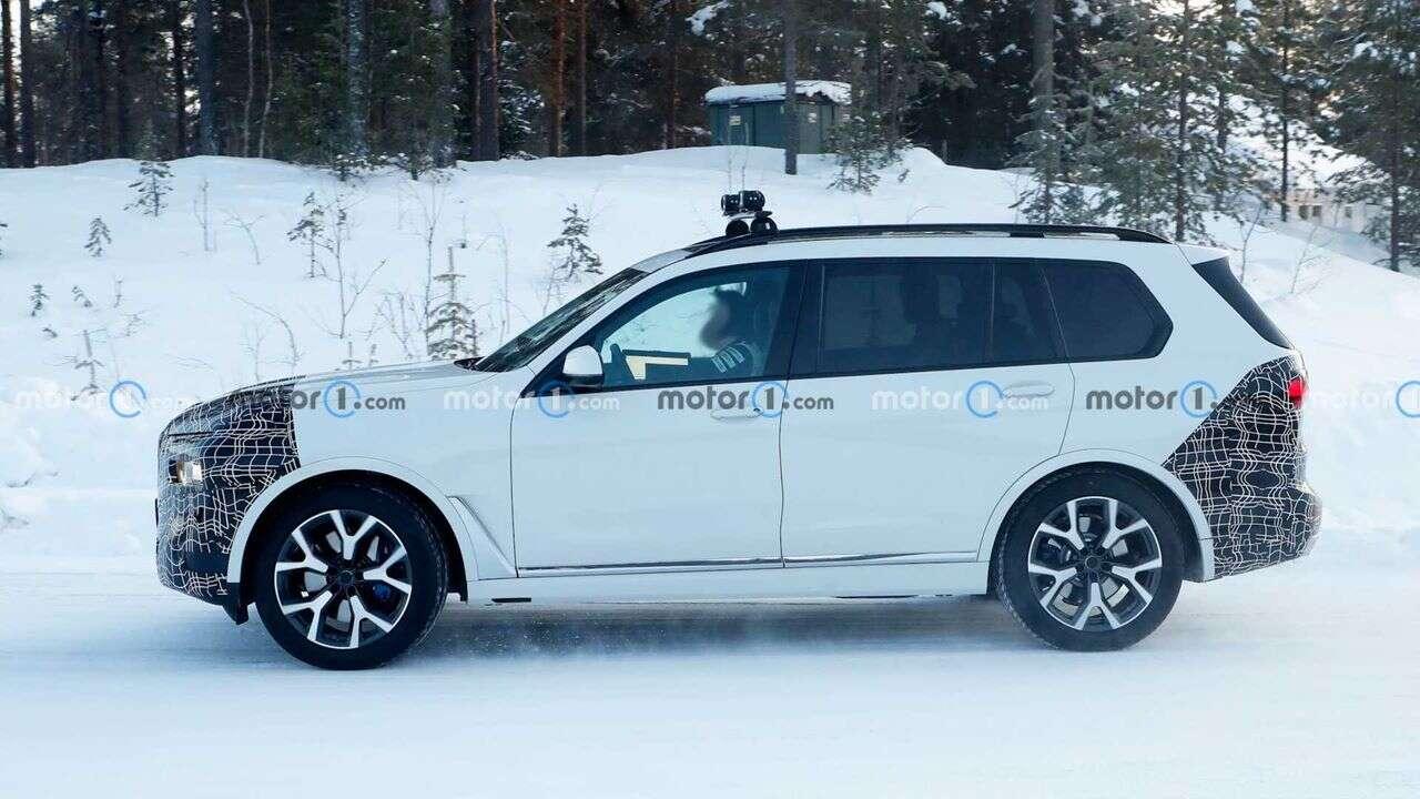 Zdjęcia nowego BMW X7 podczas śnieżnych testów