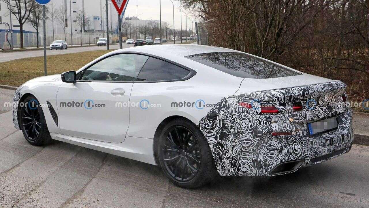Nowe coupe BMW Serii 8 wyszpiegowane z lekkimi zmianami