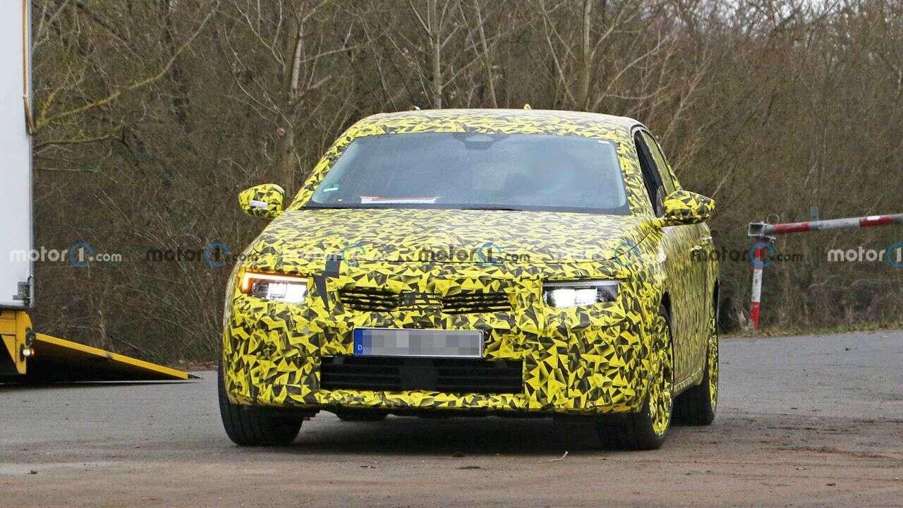 Zdjęcia Opel Astra 2022 z produkcyjnym nadwoziem