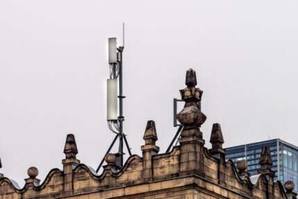 Sieć 5G jest bezpieczna - mówi Francja. To nóż w serca środowisk antykomórkowych