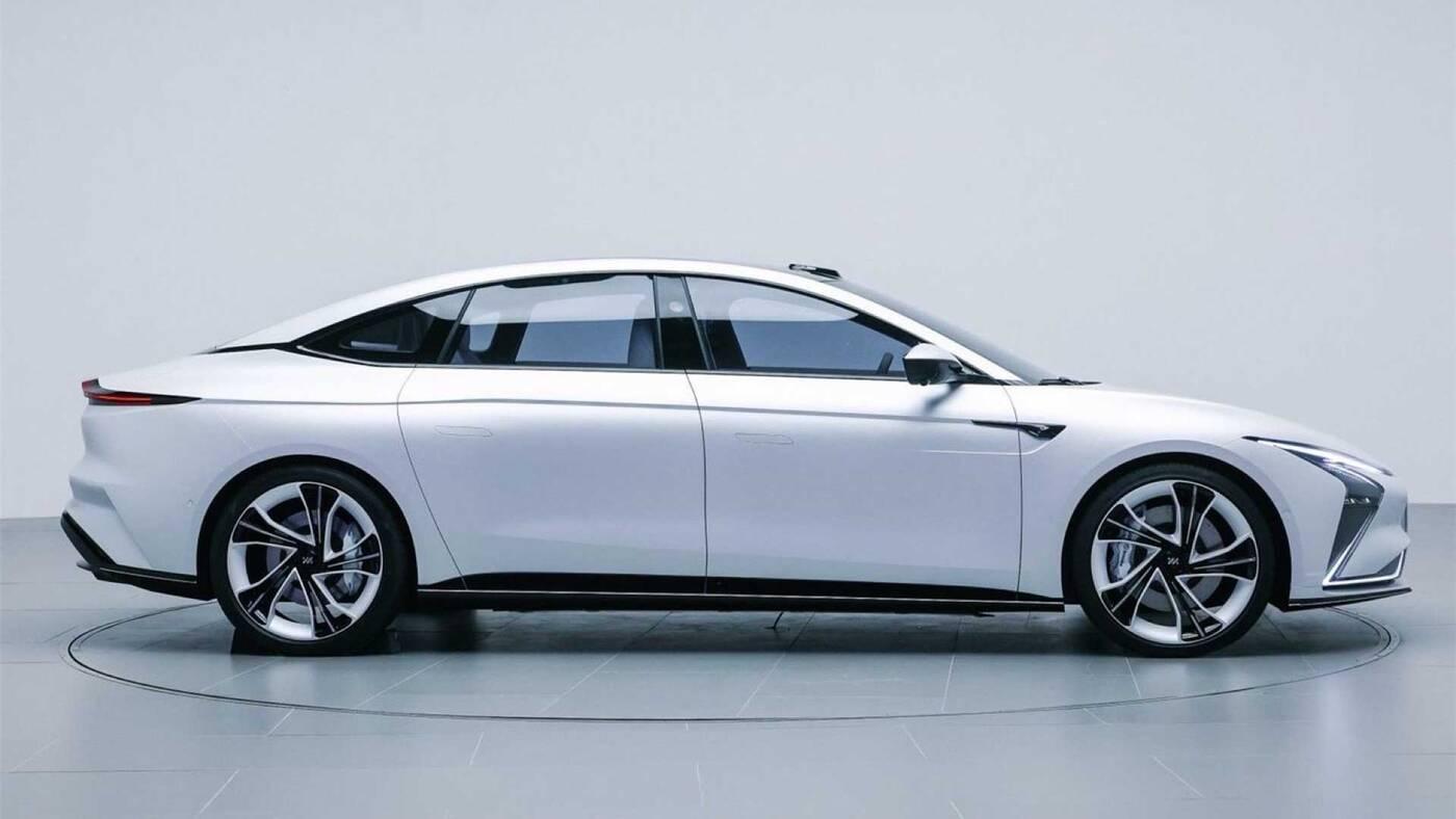 Chińskie firmy zrobią lepiej, co potwierdza elektryczny samochód Zhiji L7