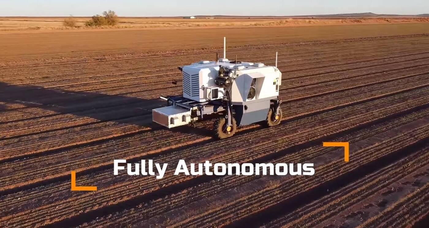 Nowe autonomiczne roboty rolnicze. Jeden zabija chwasty, a drugi zbiera jabłka
