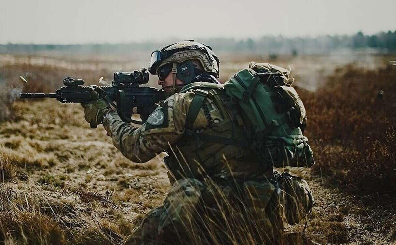 szkolenie specjalistów od uzbrojenia, polską jednostkę komandosów