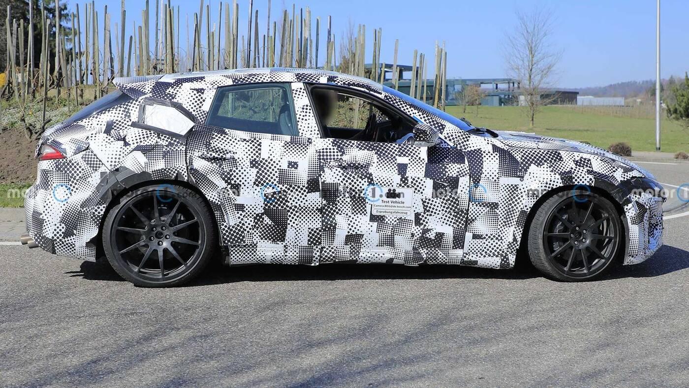 Zdjęcia zakamuflowanego Ferrari Purosangue. Pierwszy crossover ciągle nie do poznania