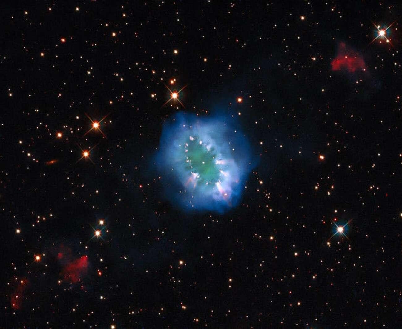 Mgławica Naszyjnika powstała za sprawą kosmicznego konfliktu. Zobaczcie, jak wygląda