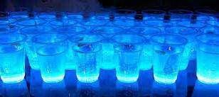 Woda świecąca w ciemności