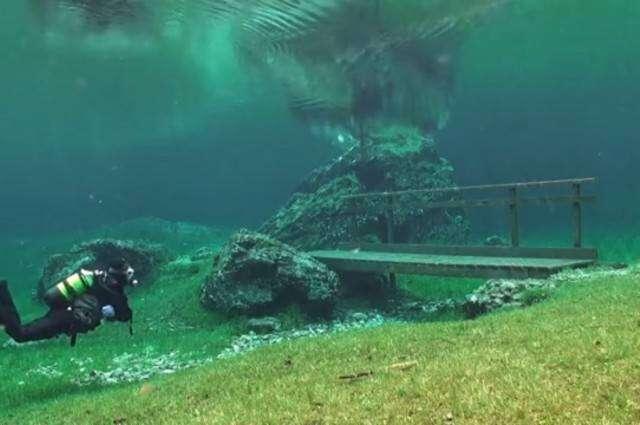 Piękny park, który spędza pół roku pod wodą
