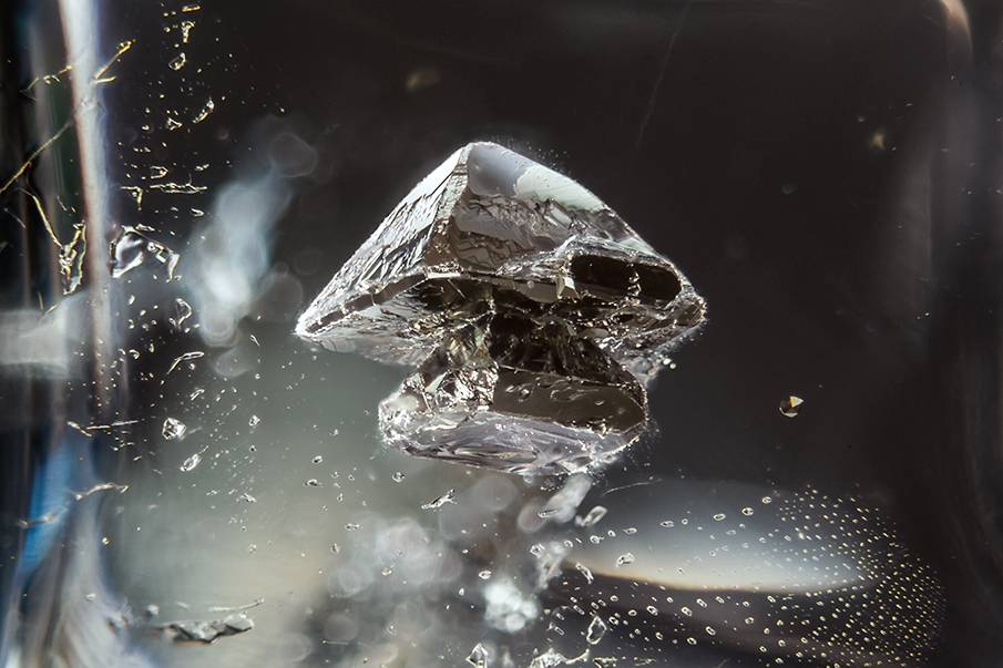 Obce światy ukryte wewnątrz kamieni szlachetnych