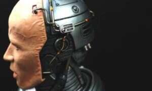 Robocop powołany do życia w formie rzeźby