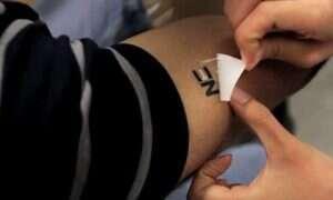 Tatuaż zamieniający pot w prąd elektryczny
