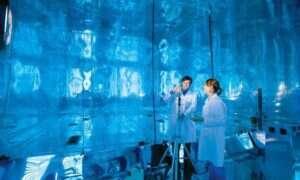 Studenci i badania w największej na świecie komorze