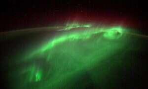 Zdjęcia zórz polarnych wykonane z kosmosu