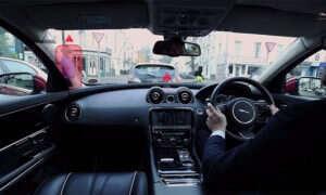 Jaguar i jego nietypowy projekt przedniej szyby samochodowej