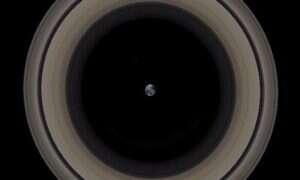 Jak wyglądałaby Ziemia otoczona pierścieniami Saturna?