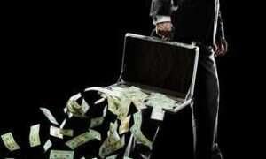 Makler stracił 75 000 dolarów nabierając się na maila…