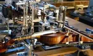 Zobaczcie jak robot Ro-Bow gra na skrzypcach