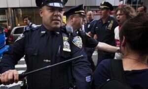 """Nowojorska policja """"dba"""" o swoją reputację, edytując strony na Wikipedii"""