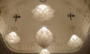 Lampy, które po włączeniu wyglądają jak kwitnące kwiaty
