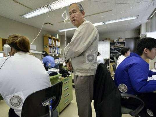 japan-air-conditioner-jacket-2-537x402