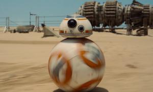 Zobacz, jak prezentuje się na żywo droid z nowych Gwiezdnych Wojen