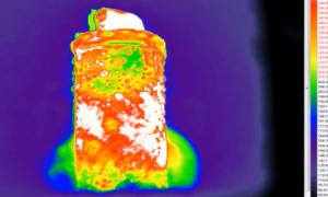 Wybuchający akumulator w podczerwieni – wideo