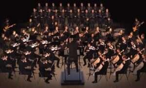Orkiestra złożona z siedemdziesięciu osób. Wszystkie to… ten sam człowiek