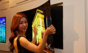 LG kontratakuje: 55-calowy ekran OLED który wisi na ścianie dzięki magnesom