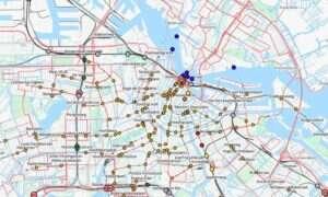 Hipnotyzująca mapa: Autobusy i pociągi jeżdżące po świecie w czasie rzeczywistym