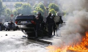 Dyrektorzy Ubera na Europę aresztowani we Francji