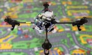 Ten dron do perfekcji opanował sztukę stabilnego lotu