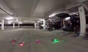 """Wideo: Wyścigi dronów w opuszczonym magazynie. Widok """"oczami"""" maszyny"""