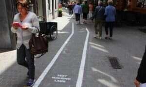 W Antwerpii wydzielono specjalne ścieżki dla… piszących na telefonie