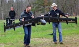 Wideo: 10-silnikowy dron błyskawicznie zmieniający się z samolotu w helikopter