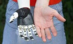 Postęp w protetyce: Nowa, bioniczna ręka działająca niemal jak prawdziwa