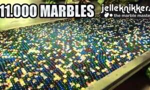 11 tysięcy kulek toczących się przez wielki labirynt kompletnie ogłusza