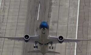 Boeing udostępnia film z ewolucjami lotniczymi na… Dreamlinerze