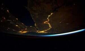 Dorzecze Nilu z orbity: długa wstęga światła i życia