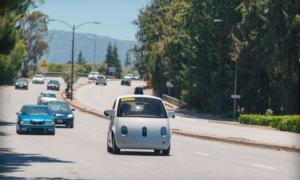 Zdjęcia wnętrza automatycznego samochodu Google
