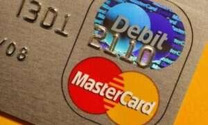 Nowa karta kredytowa Mastercard ma wbudowany czytnik linii papilarnych