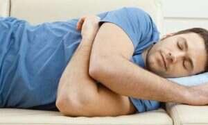 W jakiej pozycji spać, by lepiej zabezpieczyć się przed Alzheimerem?