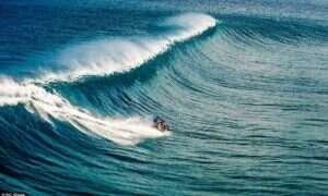 Nie zobaczysz dzisiaj nic lepszego: Surfujący motocykl!